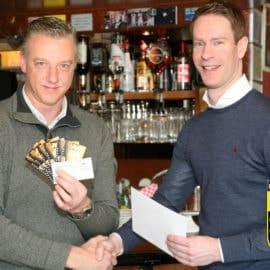 Uitreiking 1ste prijs loterij aan Walter Wijnen